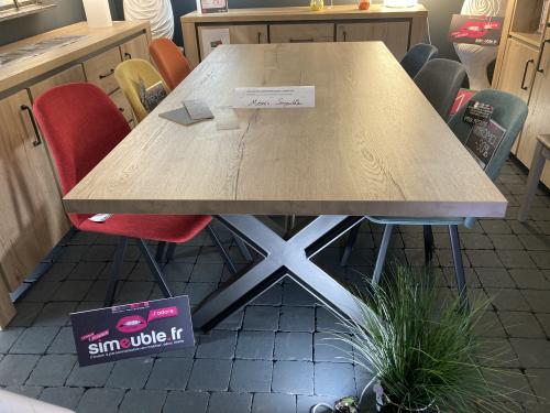 Table mélaminé imitation chêne