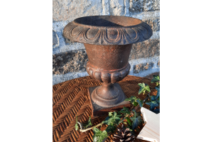Ancien vase type medecis en fonte, 24 cm
