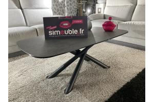 Table de salon dessus céramique anthracite et pieds métal noir.